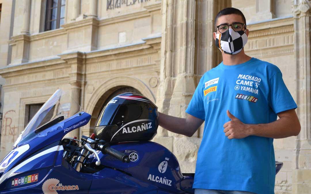 Marcos Lahoz junto a la Yamaha en la presentación que tuvo lugar el pasado miércoles