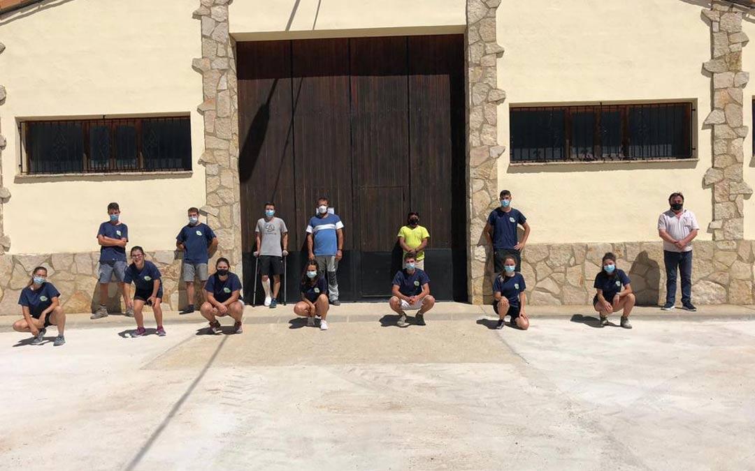 Jóvenes participantes en el Plan de Empleo de Cantavieja./Facebook Ayto. Cantavieja