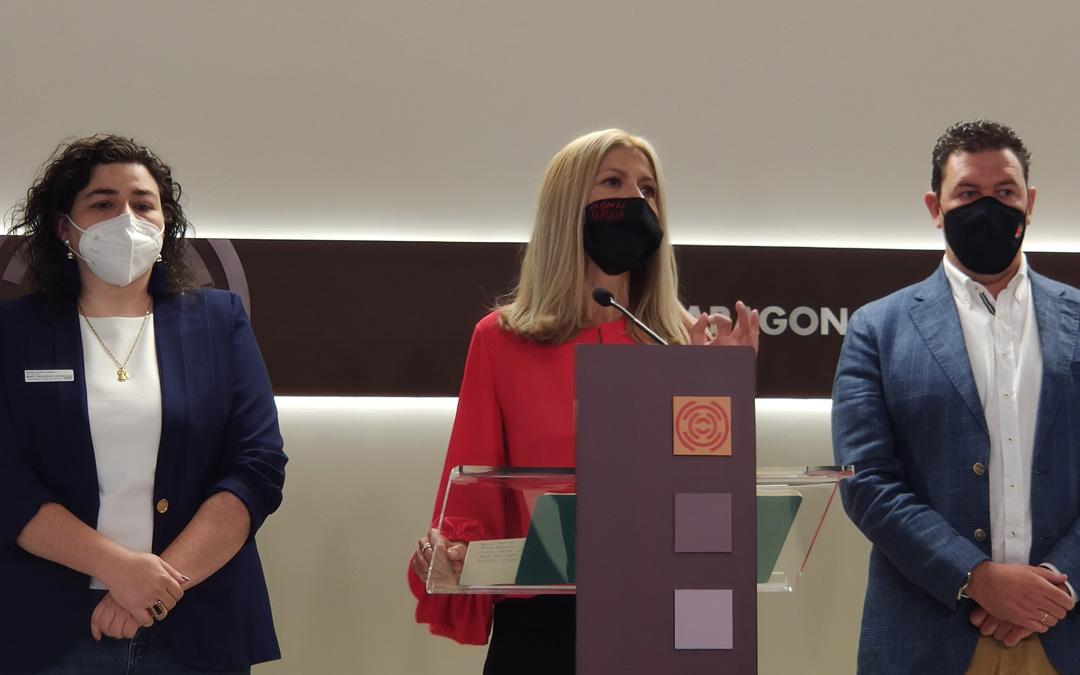 Isabel Arnas, alcaldesa de Albalate; Mar Vaquero, portavoz Institucional PP en las Cortes e Ignacio Herrero, alcalde de llueca. / PP Cortes