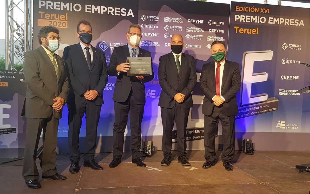 Se ha hecho entrega de una placa de reconocimiento por su centenario a la Caja Rural de Teruel