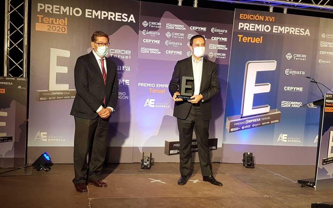 El vicepresidente del Gobierno de Aragón, Arturo Aliaga, ha entregado el Premio Empresa Teruel 2020 a Sendín Spain Export