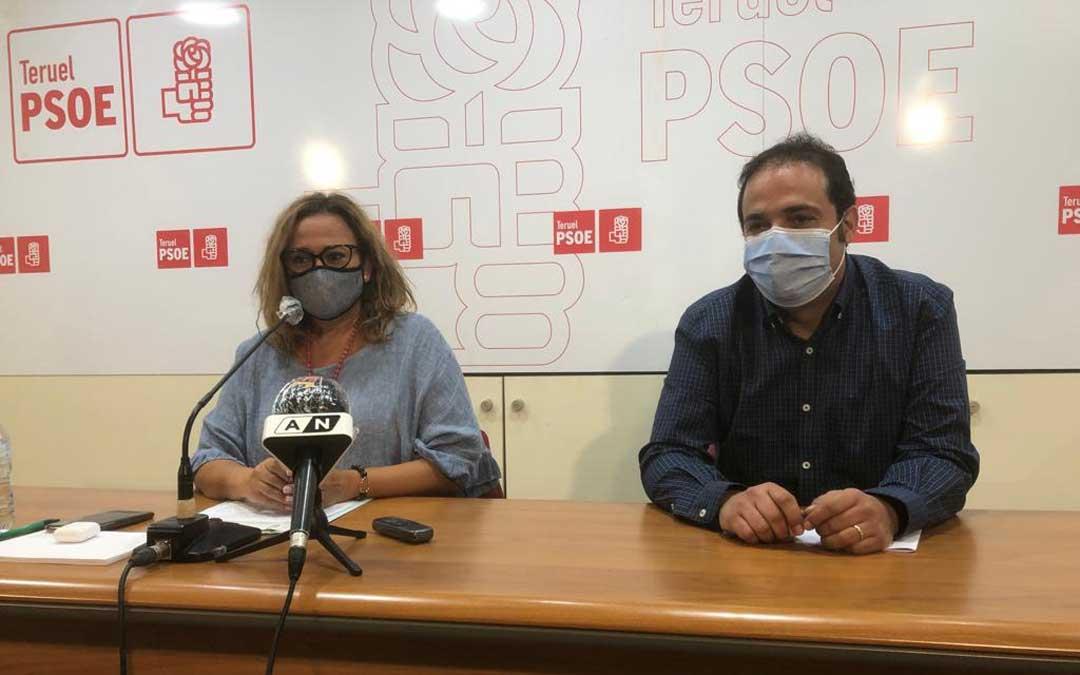 La secretaria general del PSOE, Mayte Pérez; y el secretario de Organización, Antonio Amador, este jueves en rueda de prensa