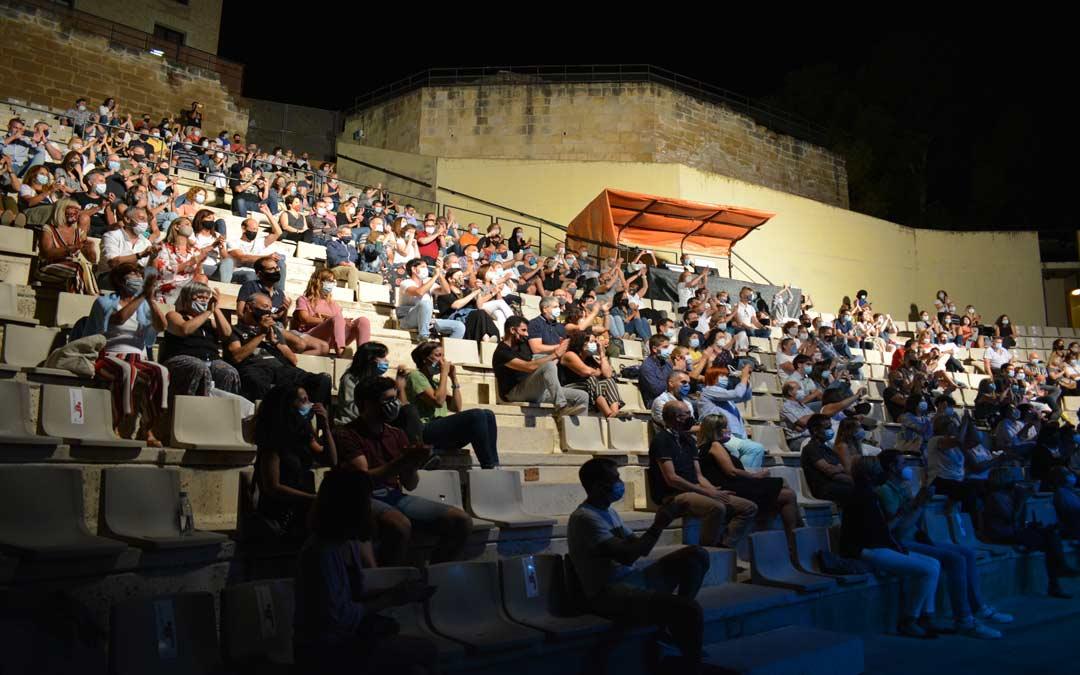 El público alcañizano disfrutando del concierto de Mikel Erentxun./I.M.