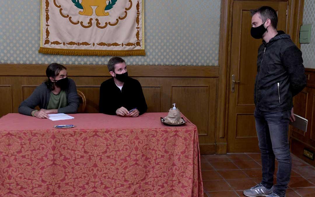 Los firmantes Ivorra y Urquizu y el director de obra, José Ángel Gil / Ayto. Alcañiz