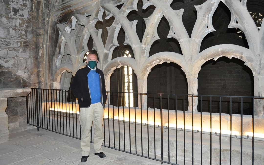La celosía gótica de la iglesia vuelve a estar comunicada con el castillo tras la reapertura del pasadizo.