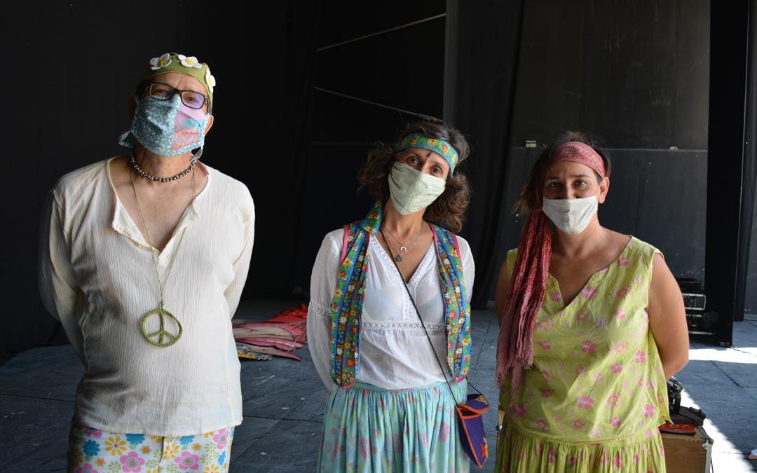 Faustino Cortés, Elena Polo y Eva Paricio, integrantes de la compañía Los Titiriteros de Binéfar./I.M.