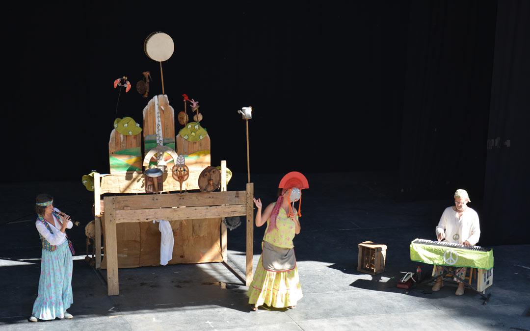 Espectáculo de títeres creados con materiales reciclados./I.M.