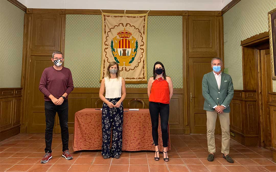 De izq. a dcha., Ignacio Urquizu, Eva Defior, Esther Aniento y Raimundo Cubeles./ L.C.
