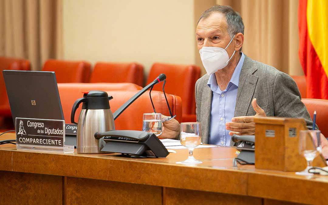 Victor Viñuales, Director Ejecutivo de Ecología y Desarrollo de ECODES compareció ante la Comisión de Transición Ecológica y Reto Demográfico en el debate de la Ley de Cambio Climático y Transición Energética./ Teruel Existe