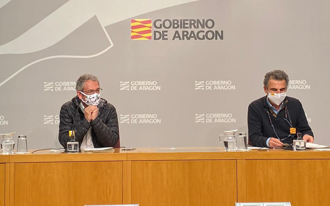 El director general de Asistencia Sanitaria, José María Abad, y el director general de Salud Pública, Francisco Javier Falo, en rueda de prensa en la DGA. / DGA