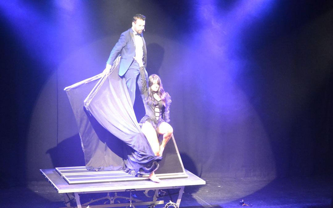 Un momento de la actuación de José Armas en el Teatro Municipal de Alcañiz
