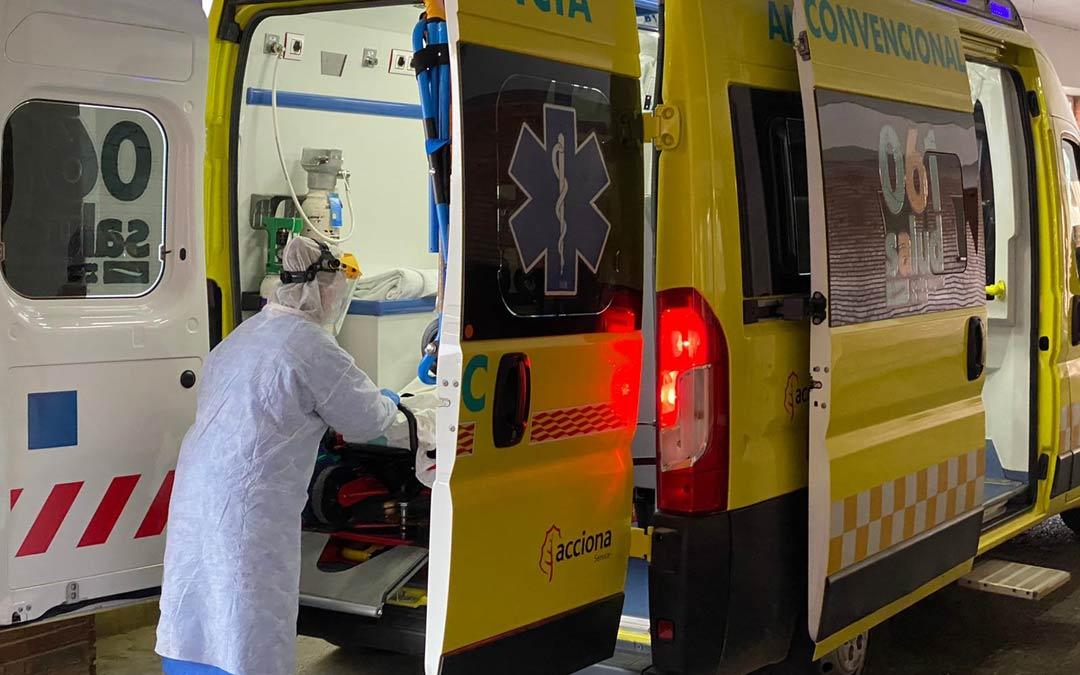 Única ambulancia para el traslado de pacientes covid en Teruel./D. Alejos