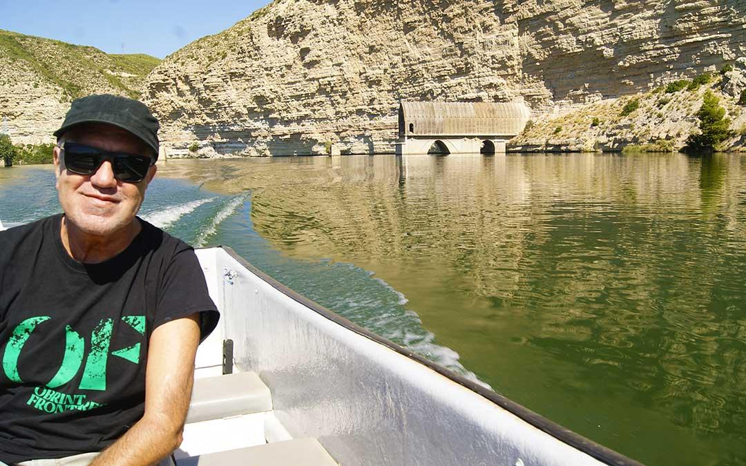 Arturo Gaya en una de las paradas de su viaje por el Ebro./ A.G.