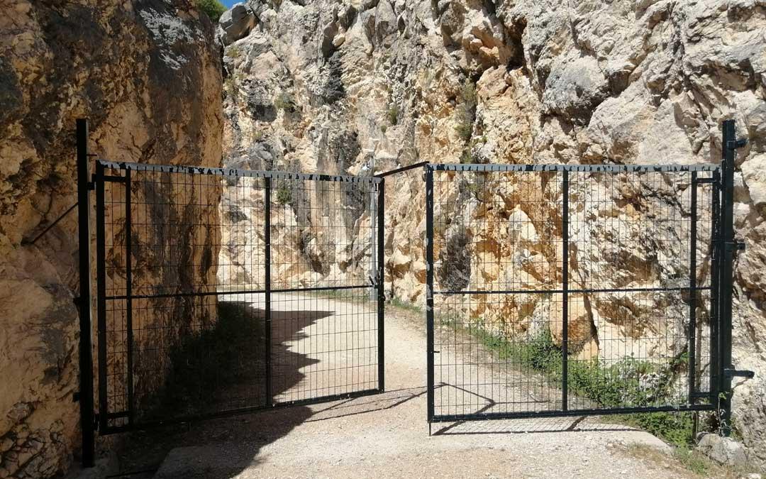 La puerta del lado de Beceite se reabrió en verano y permite el acceso al dique