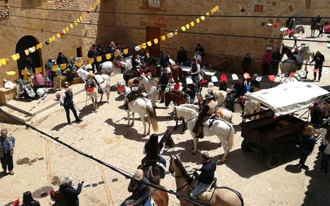 Imagen de archivo, vecinos de La Iglesuela con sus caballos durante una de las ferias del pueblo/. Asoc. Amigos del Caballo, Facebook
