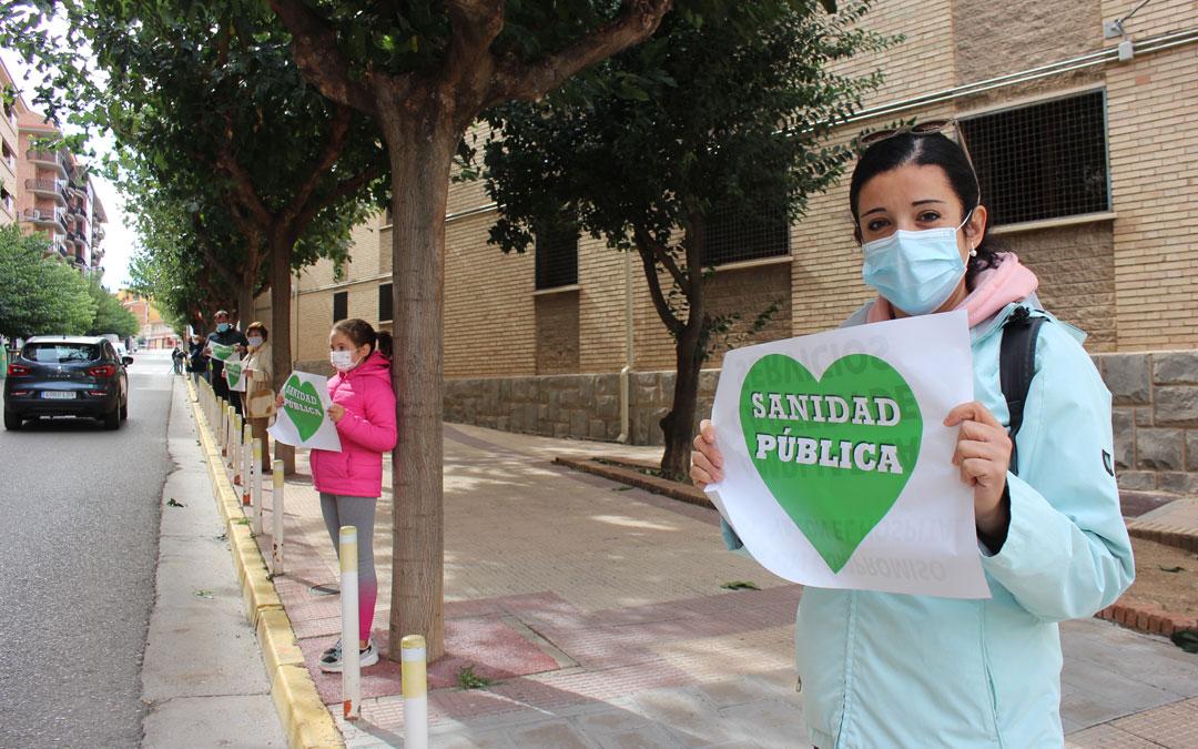Cadena humana por el Hospital de Alcañiz / L. Castel