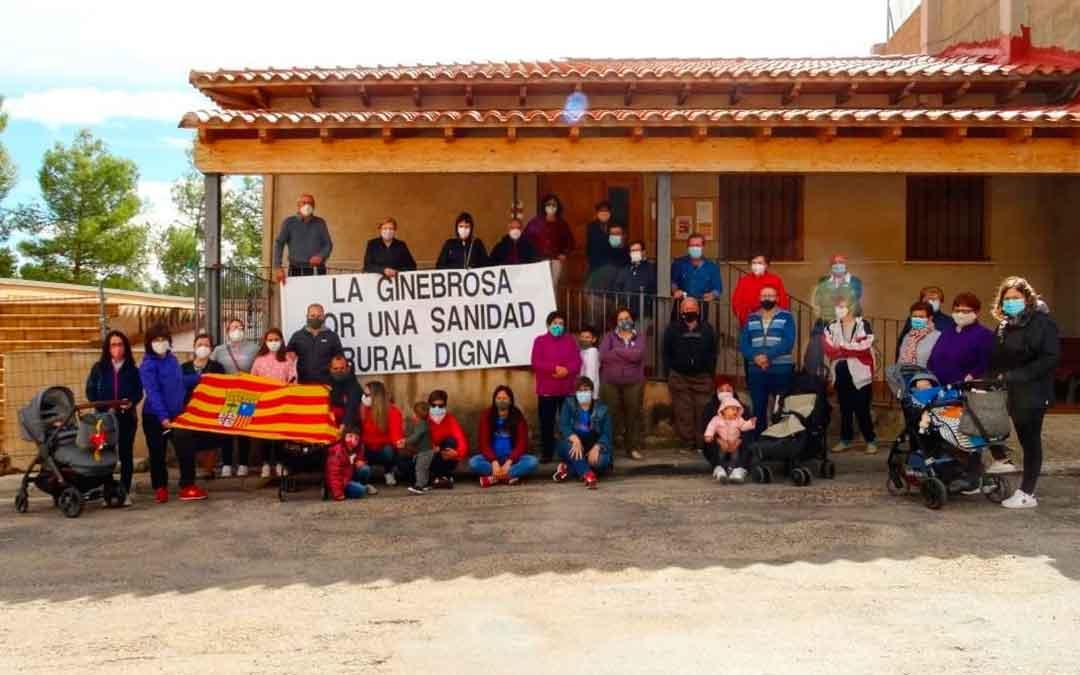 Paro de 5 minutos por la sanidad rural en La Ginebrosa / Asoc. Cultural Tarayola