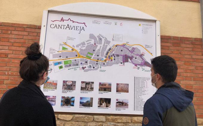 Panel turístico para conocer Cantavieja a golpe de vista