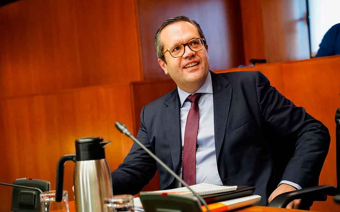 El portavoz de Cs Carlos Ortas durante una intervención en las Cortes aragonesas.