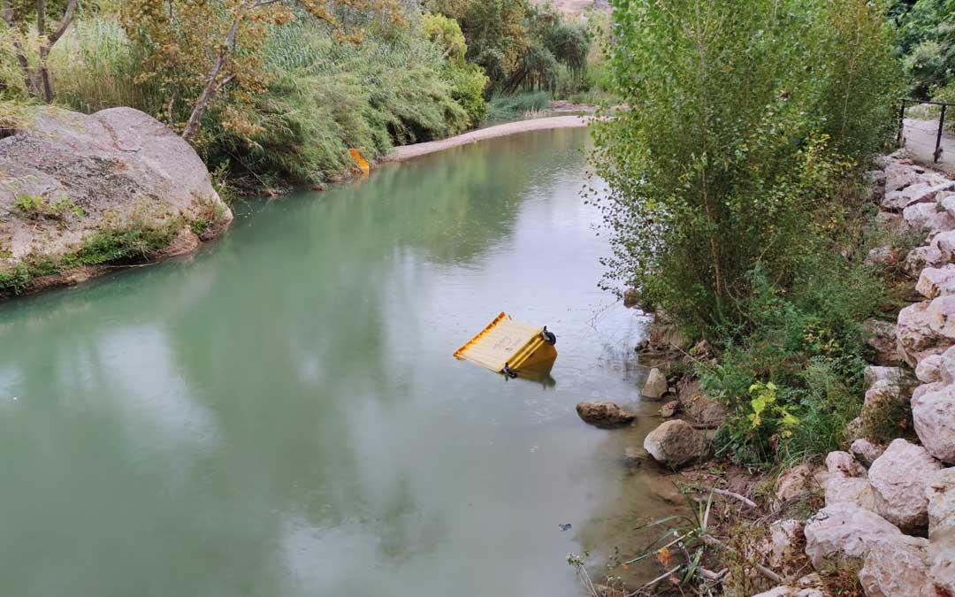 Contenedores en el río Guadalope este fin de semana