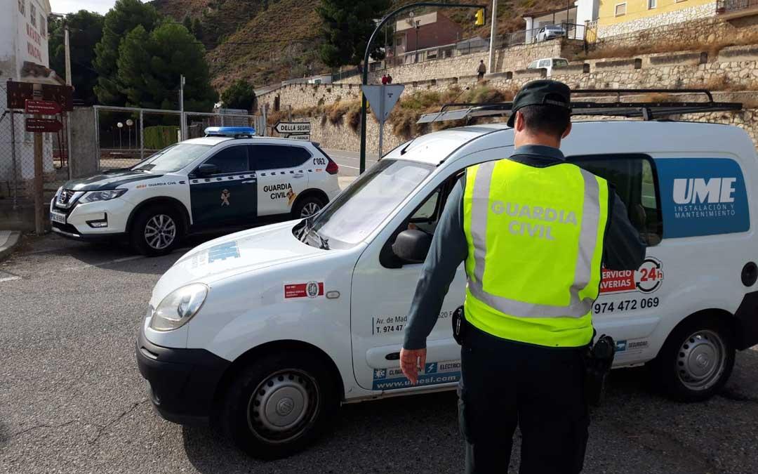 En la provincia de Zaragoza se han establecido controles en localidades limítrofes como Mequinenza. Foto: Guardia Civil Zaragoza.