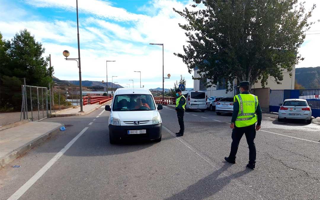 Controles en localidades limítrofes como Mequinenza./ Guardia Civil de Zaragoza