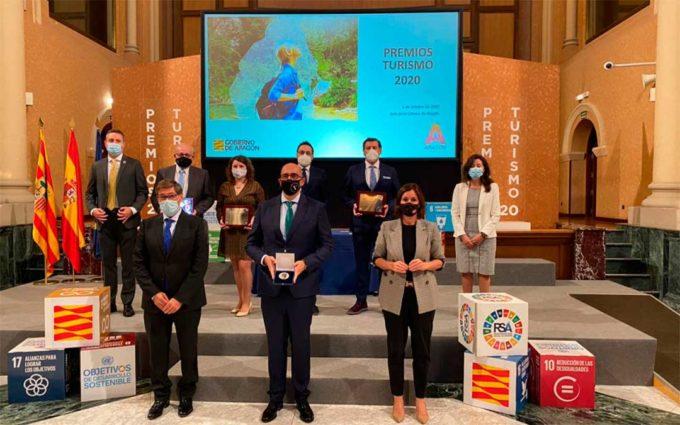 El Hotel Ciudad de Alcañiz recibe la placa al Mérito Turístico por su colaboración durante la crisis sanitaria