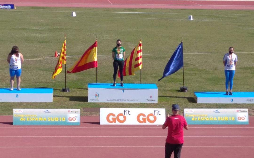 Elena Sanz en el segundo cajón del podio del nacional sub 18 celebrado en Tarragona