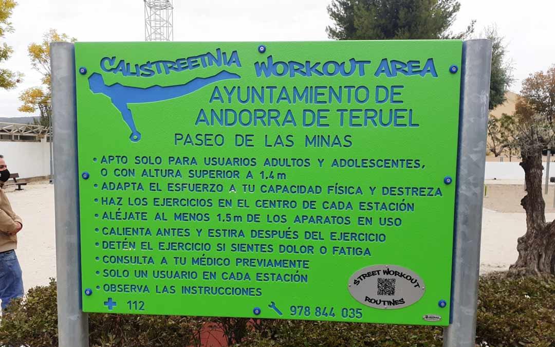 Instrucciones en la entrada del nuevo parque de calistenia de Andorra./J.B.