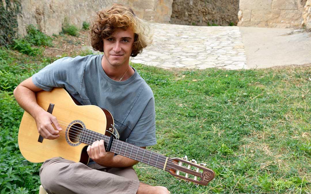Álvaro Lafuente durante la grabación del programa 'Sin cobertura' de AragónTV./ CARTV