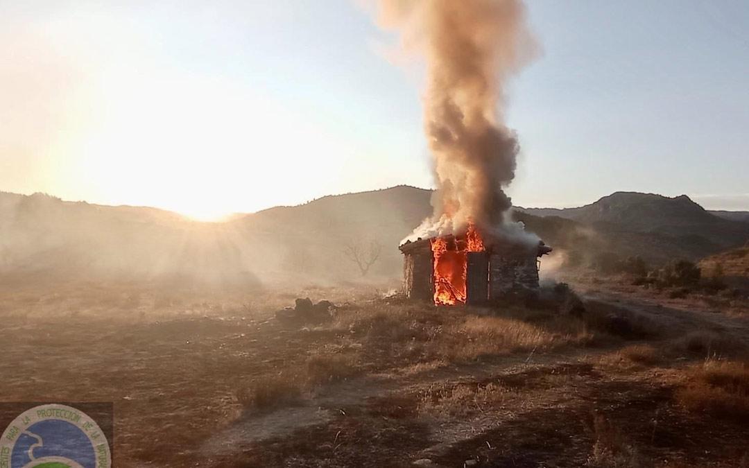 El pajar ha sido alcanzado por las llamas./AAPNA
