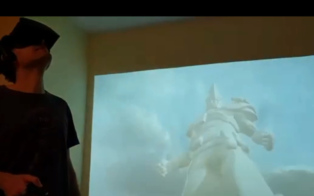Toñín Lizana, en la exposición de las obras que puede verse en la plataform Sansar. / La Comarca