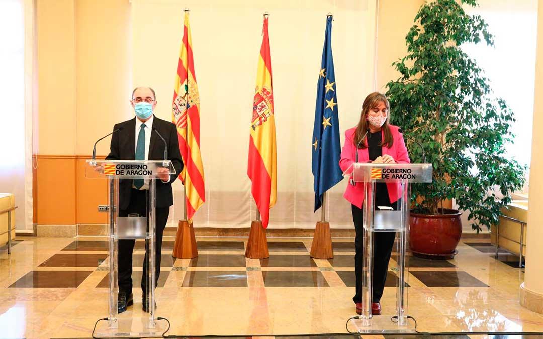 El presidente de Aragón, Javier Lambán, y la consejera de Sanidad, Sira Repollés, informan sobre las decisiones tomadas en el Consejo de Gobierno extraordinario celebrado este miércoles./ DGA