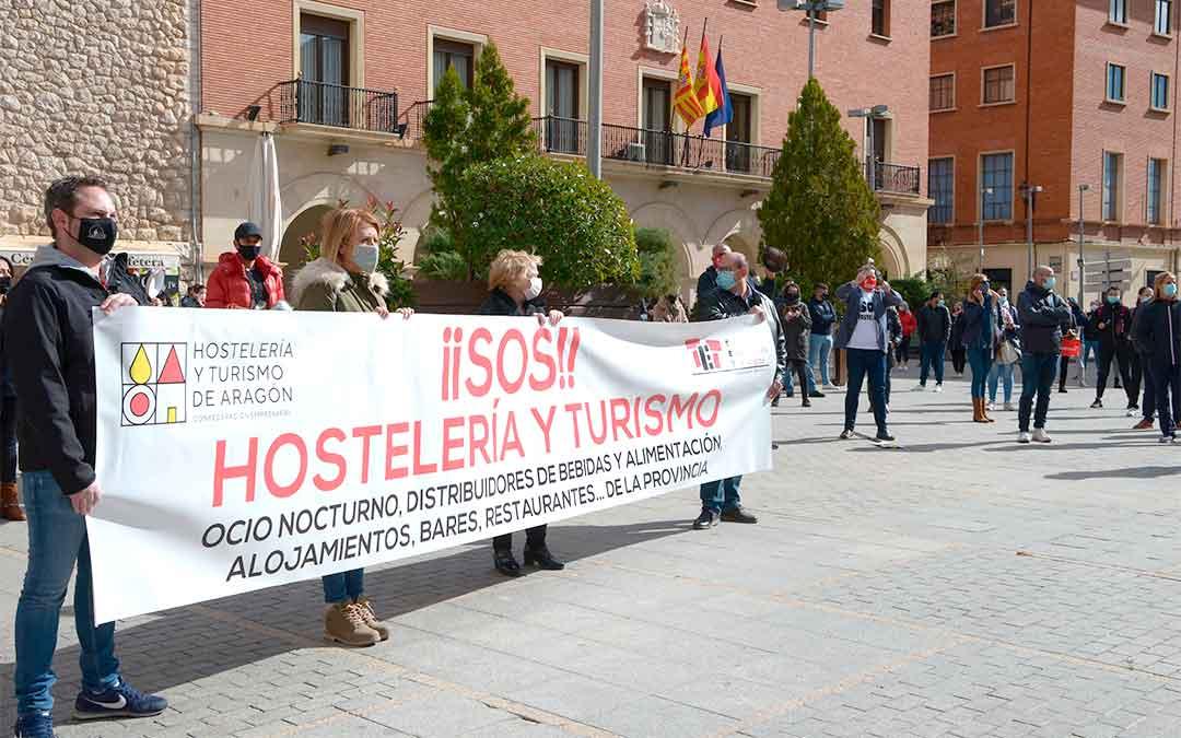 """Manifestación en Teruel capital del sector de la hostelería y el turismo, que reclama """"poder trabajar""""./ Heraldo de Aragón-Jorge Escudero"""