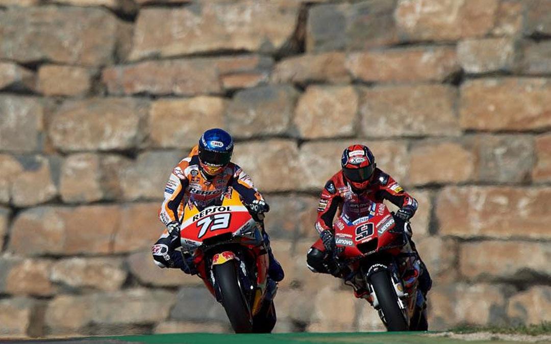 Álex Márquez seguido de Petrucci en la zona del muro de Motorland Aragón