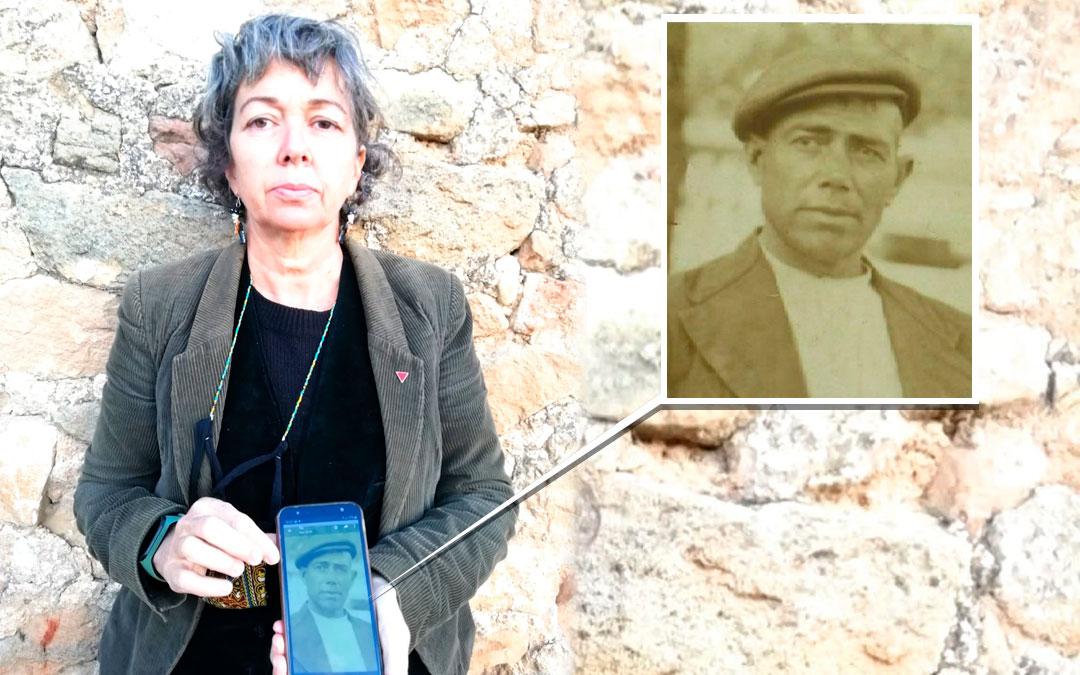 May Borraz enseña la foto de su abuelo, Sebastián Blasco, que fue asesinado tras la guerra civil española./ L.C.