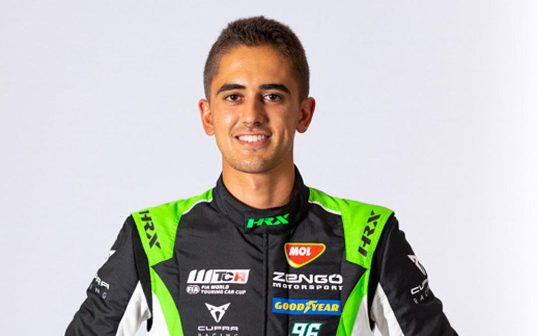 Mikel Azcona luciendo los colores de su equipo el Zengö Motorsport