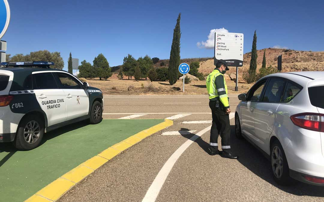 Control de acceso al circuito durante el GP de Teruel / L. Castel