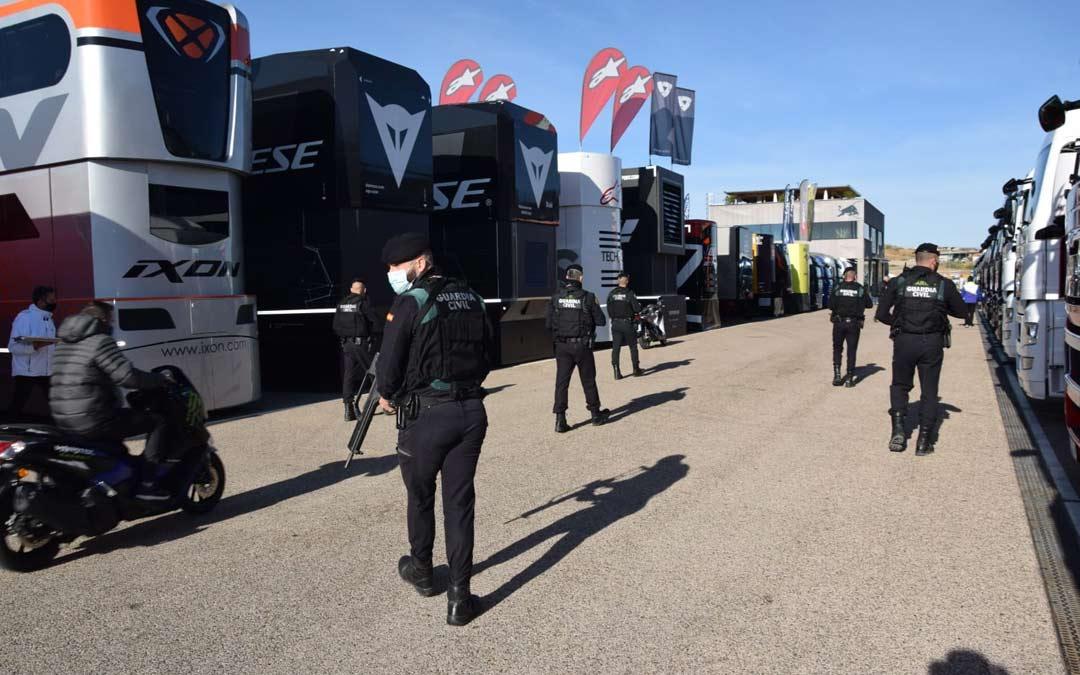 Efectivos de la Guardia Civil en el paddock de Motorland./G.C. Teruel