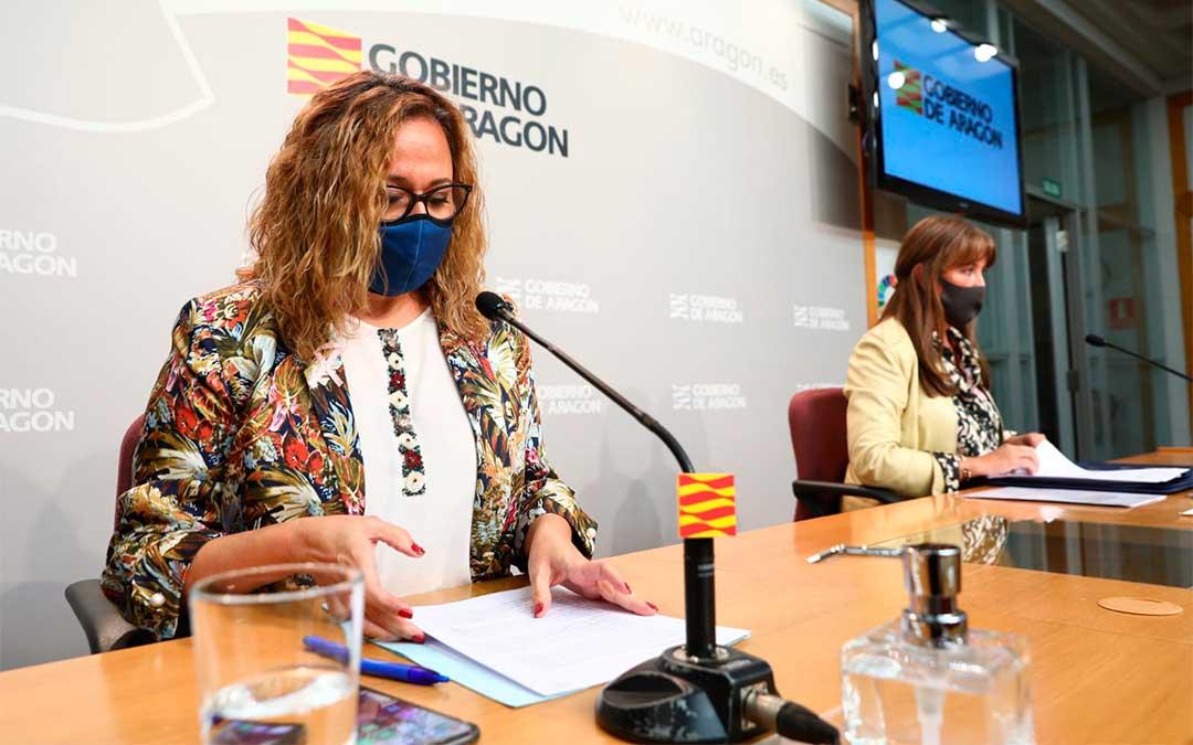 La consejera de Presidencia, Mayte Pérez; y la consejera de Sanidad, Sira Repollés, este lunes en rueda de prensa / DGA