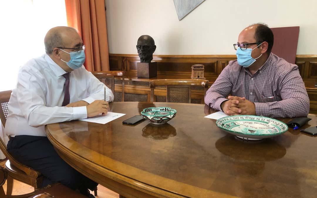 Reunión del presidente Manuel Rando y el vicepresidente Alberto Izquierdo para concretar las cifras./DPT
