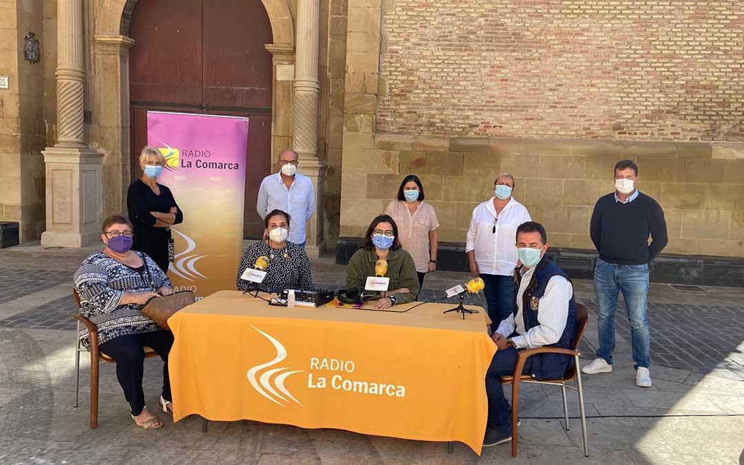 Invitados al programa especial emitido desde Radio La Comarca en Calanda./ L.C.