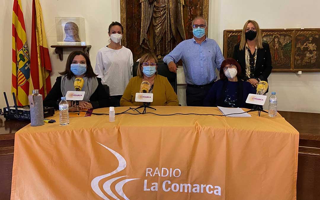 Algunos de los invitados al programa especial de Radio La Comarca emitido desde Fuentespalda./ L.C.