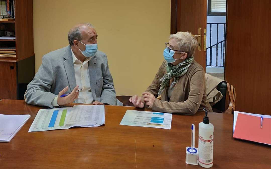 El presidente Manuel Rando con la diputada delegada Rosario Pascual./ DPT
