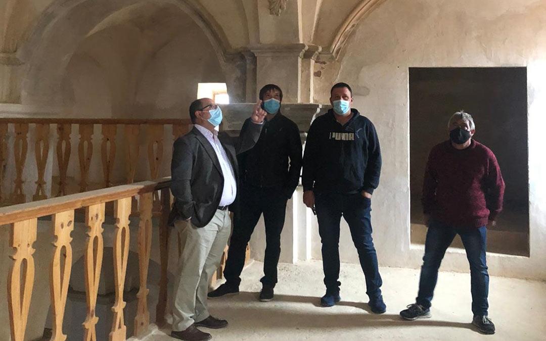 Alberto Izquierdo (DPT) junto a representantes municipales y comarcales en la visita a la ermita de San Bartolomé./DPT