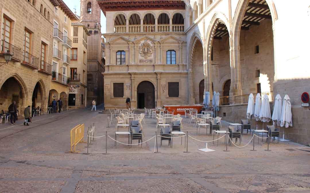 Terrazas de Alcañiz completamente vacías./ L.C.