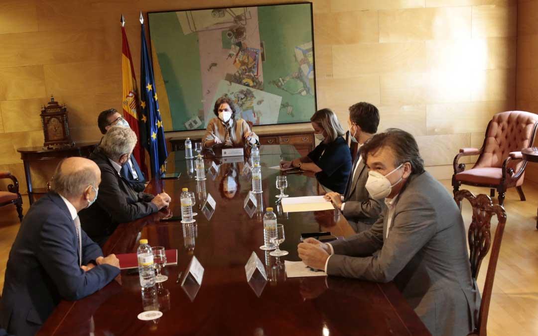 Reunión de la vicepresidenta del Gobierno, Carmen Calvo, con el Grupo Mixto