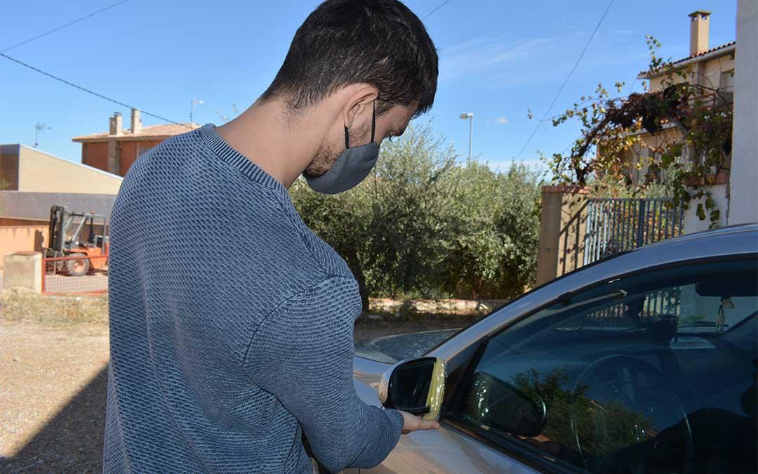 Uno de los jóvenes que fue amenazado con un cuchillo por la vecina de Valdealgorfa./ M. Celiméndiz