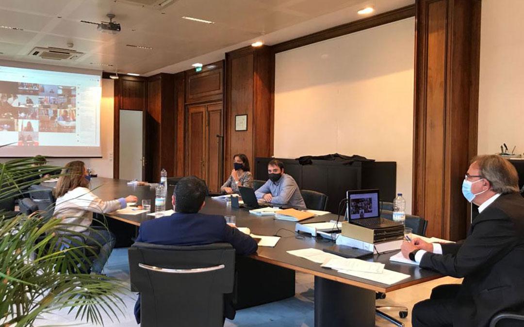 El consejero de Hacienda del Gobierno de Aragón, Carlos Pérez Anadón, participó este lunes en el Consejo de Política Fiscal y Financiera telemático presidido por las ministras con todos los consejeros autonómicos.