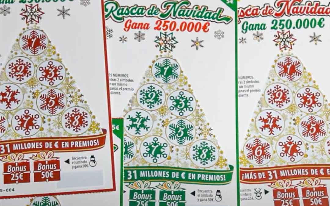Composición con varios boletos especiales de Navidad./ La Comarca